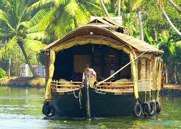 alleppey-luxury-houseboats