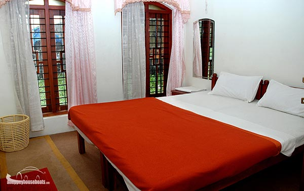 three bedroom budget alleppey boathouse
