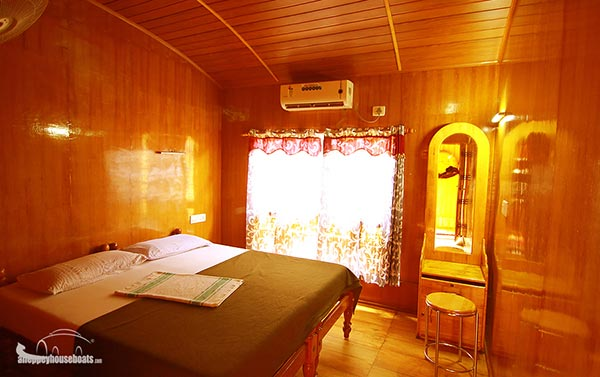 four bedroom budget alleppey boathouse