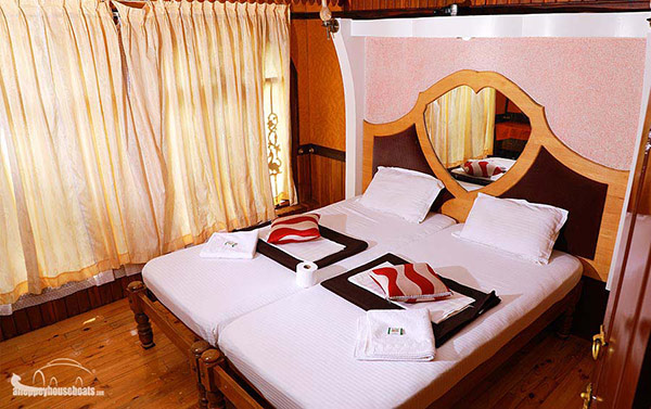 one-bedroom-luxury-alleppey-boathouse