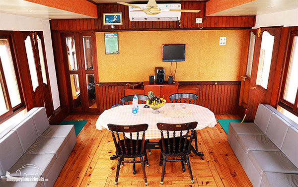 one-bedroom-luxury-alleppey-houseboats