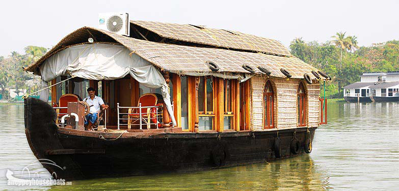 one-bedroom-luxury-kerala-houseboats