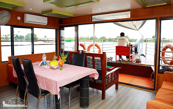 one bedroom super luxury alleppe houseboats