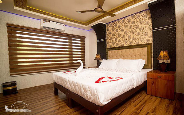 four bedroom super luxury alleppey boathouse
